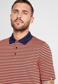 Kjus - MEN LUIS STRIPE - Polo - intensive peach - 4