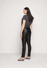 Kaffe Curve - KCADELEN COATED - Jeans Skinny Fit - black deep - 2