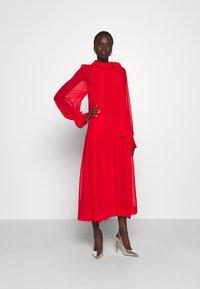 Victoria Beckham - DRAPED GATHERED DRESS - Vestito elegante - red - 1