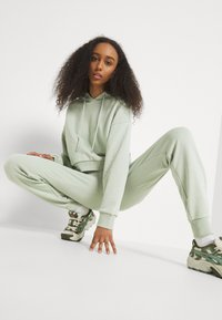 NU-IN - FIT - Tracksuit bottoms - green - 3