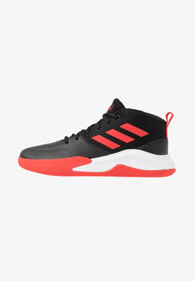 OWNTHEGAME WIDE - Sports shoes - core black/active red/footwear white