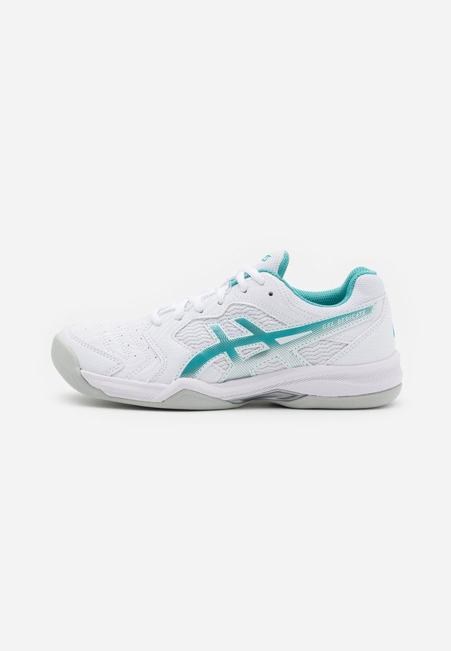 GEL DEDICATE 6 INDOOR - Carpet court tennis shoes - white/techno cyan