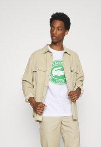 Lacoste - Print T-shirt - white - 3