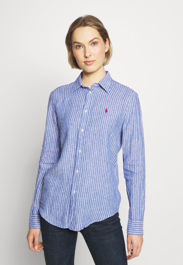 RELAXED LONG SLEEVE - Button-down blouse - royal/white