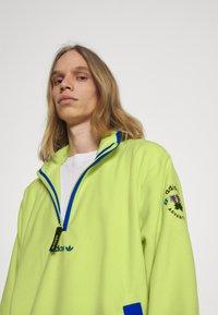 adidas Originals - Fleece jumper - semi frozen yellow - 3