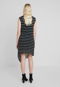 AllSaints - DUMA STRIPE DRESS - Denní šaty - black/chalk white