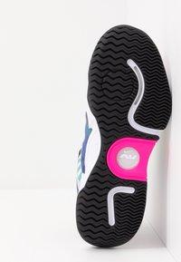 Nike Performance - COURT AIR ZOOM TURBO - Tenisové boty na všechny povrchy - white/laser fuchsia/sapphire/hot lime - 4