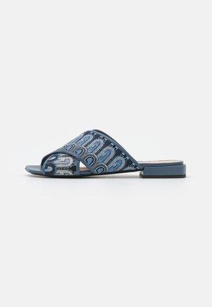 CROSS MULE  - Pantofle - toni blue denim