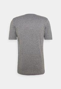 Oakley - BARK NEW - Basic T-shirt - athletic heather grey - 6