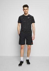 Nike Performance - FLEX SHORT - Korte broeken - black/black/hyper crimson - 1