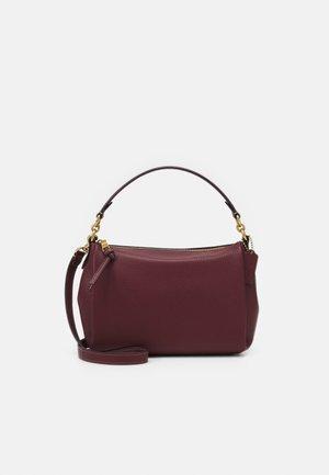 SOFT SHAY CROSSBODY - Handbag - wine