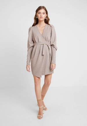 THE CHECK MATE MINI DRESS - Day dress - brown