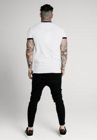 SIKSILK - STRAIGHT HEM GYM TEE - Print T-shirt - white - 2