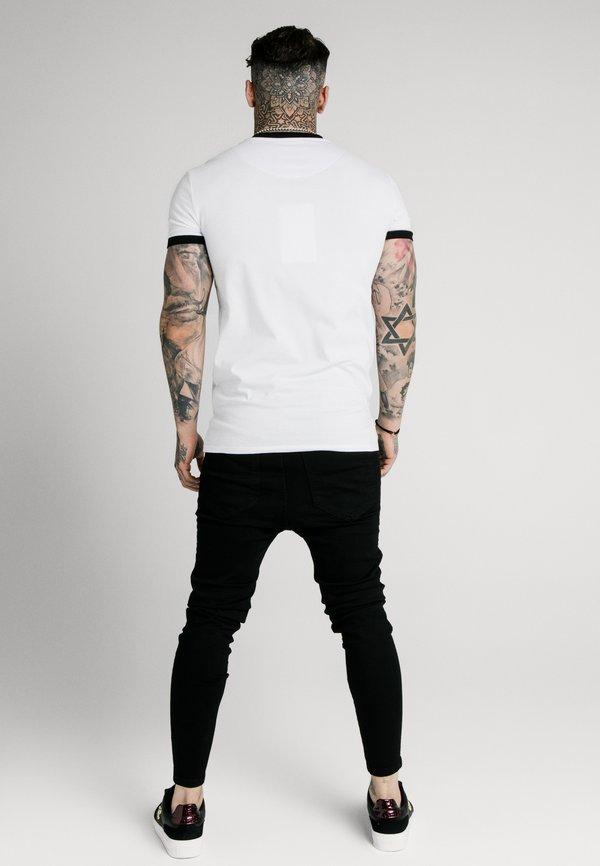 SIKSILK STRAIGHT HEM GYM TEE - T-shirt z nadrukiem - white/biały Odzież Męska ZRSF