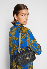 Versace Jeans Couture - QUILTED CROSSBODY - Across body bag - nero - 3