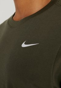 Nike Performance - DRY TEE CREW SOLID - Basic T-shirt - cargo khaki/white - 3
