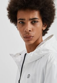PULL&BEAR - Giacca outdoor - white - 3