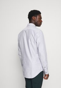 Tommy Hilfiger Tailored - DOBBY TEXTURE SHIRT - Formal shirt - white/navy - 2
