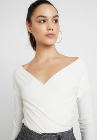 Nly by Nelly - CRISS CROSS SHOULDER - Long sleeved top - white - 4