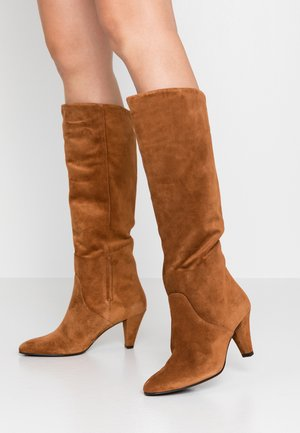 High heeled boots - nut