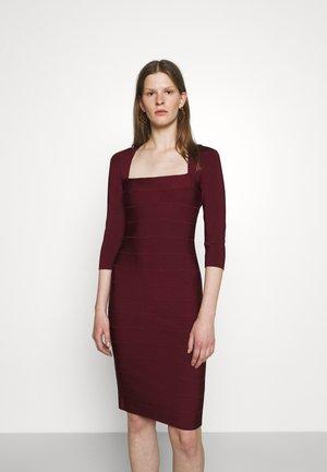 SQUARE 3/4 SLEEVE ICON DRESS - Etui-jurk - dark red
