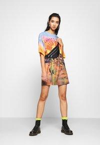 Jaded London - OVERSIZED DRESS WILD NIGHTS  - Jersey dress - multi - 1