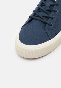 Levi's® - SUMMIT - Sneaker low - navy blue - 5