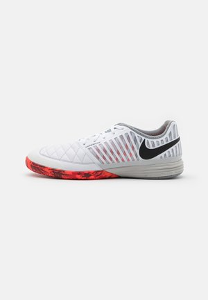 LUNARGATO II - Indoor football boots - white/black/bright crimson/grey fog
