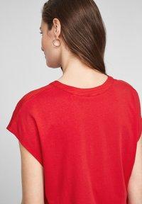 s.Oliver - KURZARM - T-shirt imprimé - red - 4