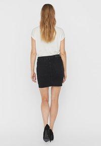 Vero Moda - VMHOT SEVEN SKIRT - Denimová sukně - black - 2