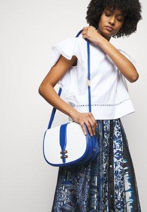 SHOULDER BAG - Across body bag - white
