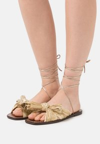 Loeffler Randall - PEONY - Sandály - gold lame - 0