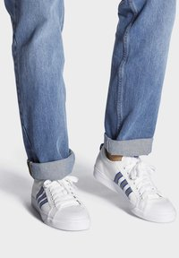 adidas Originals - NIZZA  - Scarpe skate - white - 0
