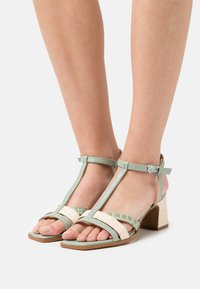 Hash#TAG Sustainable - Sandals - panna - 0