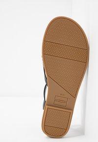 TOMS - LEXIE - Sandály s odděleným palcem - black - 6