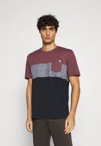 TOM TAILOR - CUTLINE - T-shirt med print - dusty wildberry red - 0