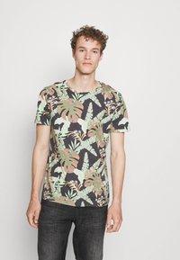 TOM TAILOR DENIM - Print T-shirt - green - 0