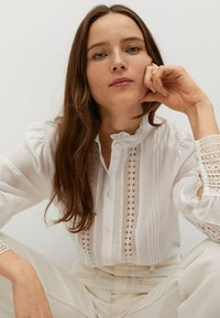 Mango - CAMISA  - Button-down blouse - blanco roto - 5