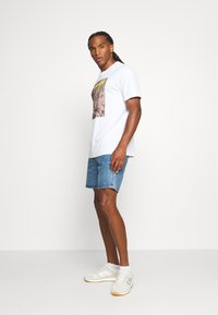 adidas Originals - TEE - T-shirt med print - white - 1