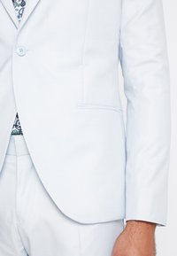 Isaac Dewhirst - WEDDING SUIT PALE - Oblek - light blue - 7