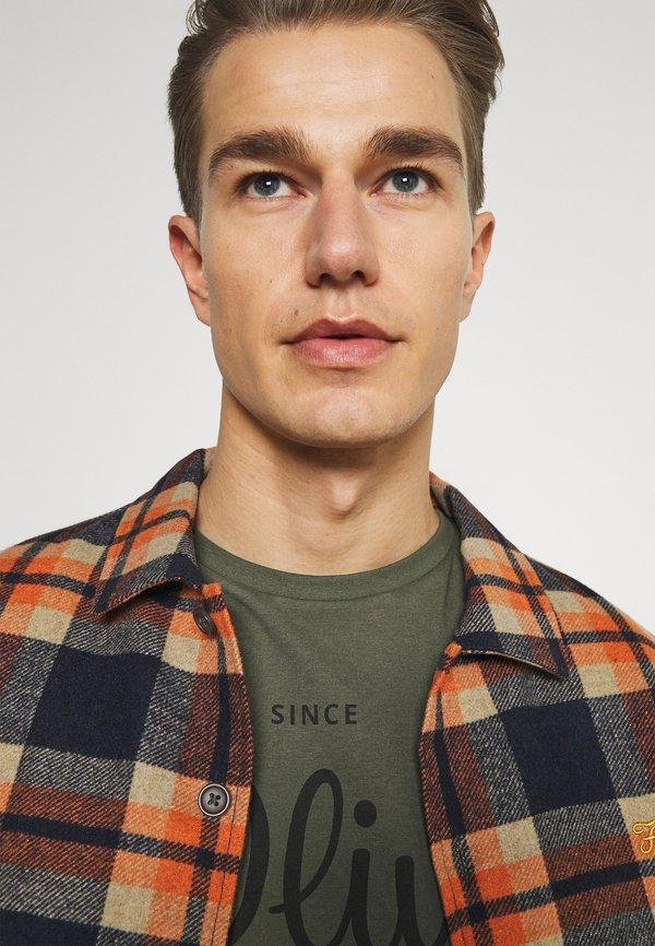 s.Oliver T-shirt z nadrukiem - khaki/oliv/ciemnozielony Odzież Męska NKTK