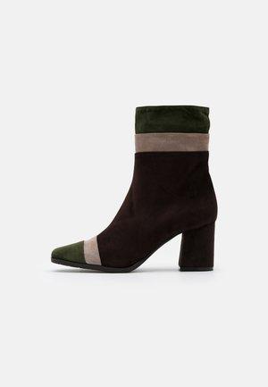 Nilkkurit - brown/green/taupe