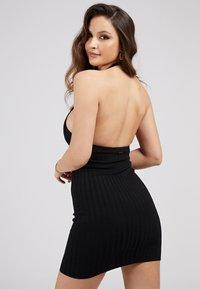 Guess - ADDY CROSSED DRESS - Shift dress - schwarz - 2