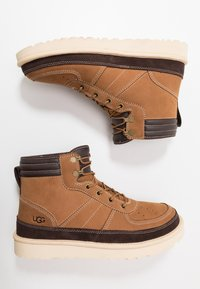 UGG - HIGHLAND SPORT - Lace-up ankle boots - chestnut - 1