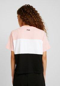 Fila Petite - ALLISON TEE - Print T-shirt - black/pink/bright white - 2