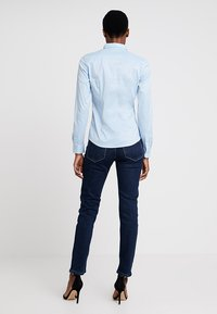 Tommy Hilfiger - HERITAGE SLIM FIT - Button-down blouse - skyway - 2