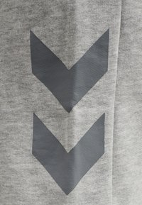 Hummel - HMLLEGACY - Träningsshorts - grey melange - 4