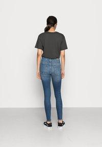 ONLY - ONLBLUSH MID ANKLE RAW - Jeans Skinny Fit - dark blue denim - 2