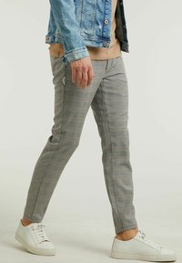 CHASIN' - Trousers - light grey - 2