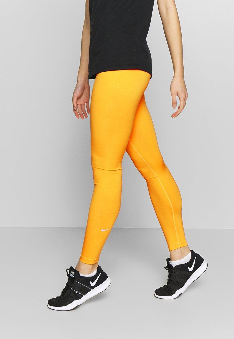 Nike Performance - ONE - Medias - laser orange/white